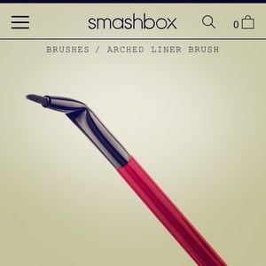 *NWOT* Smashbox Arched Liner Brush #21